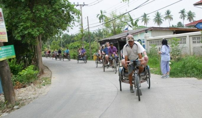 Colors of Bangkok: Rickshaw & Hike Walking Tour (Half Day)