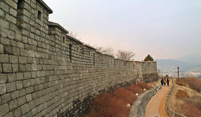 Seoul by Foot: Seoul City Wall & Ihwa Mural Village Walking Tour
