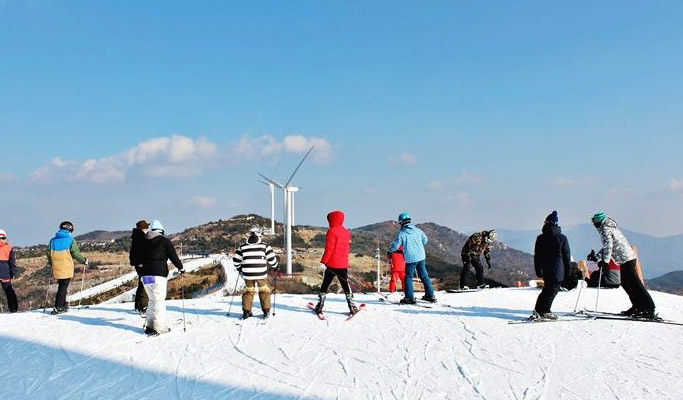 1 Day Ski/Snowboard/Snow Sled Tour: Eden Valley Resort from Busan