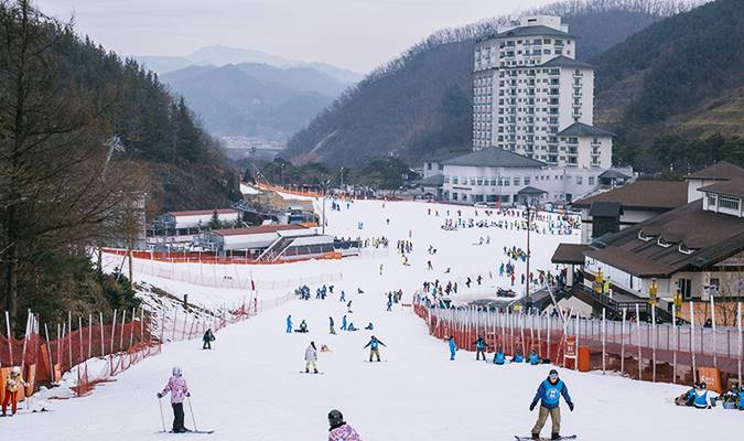 Ski/Snowboard Lift Pass + Equipment/Clothes Rental Package: Elysian Gangchon Ski Resort
