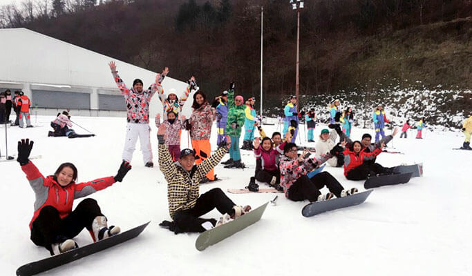 1 Day Ski/Snowboard Lesson/Snow Sled/Free Time Tour: Elysian Gangchon Ski Resort