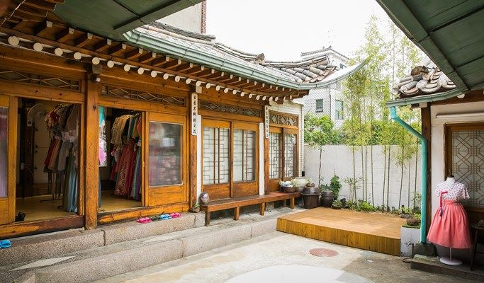 Modern Hanbok Rental Photoshoot At Korean Traditional House Or Gyeongbokgung Palace
