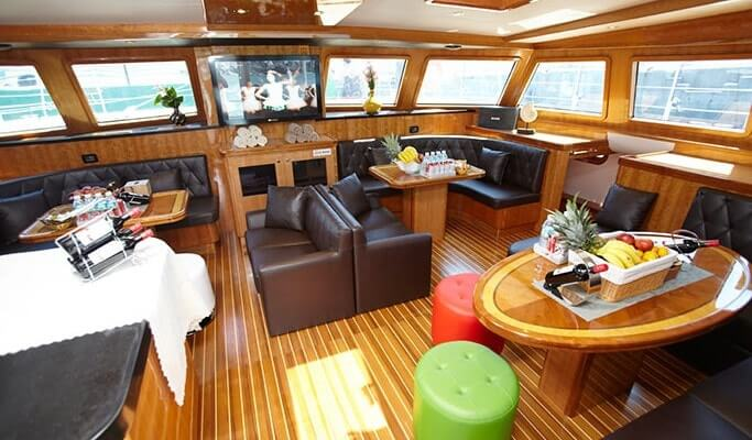 Jeju Luxury Yacht Tour - Grande Bleu Yacht