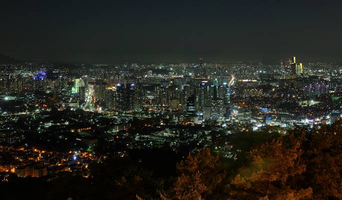 Seoul by Foot: Namsan Park & N Seoul Tower Evening Hiking Tour