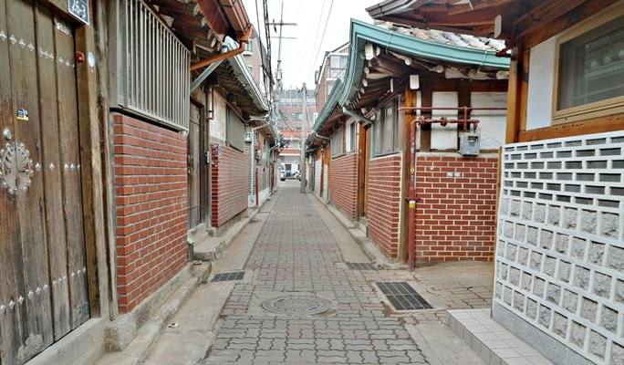 Seoul by Foot: Walking Tour in Seochon Village - Artistic Village of Past & Present