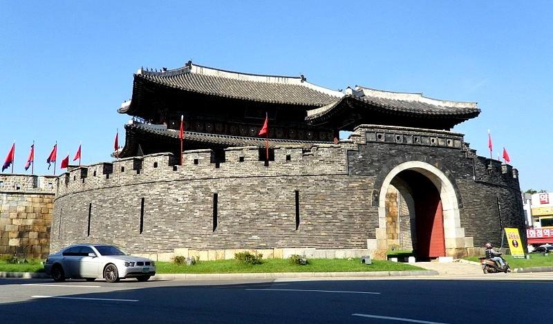 Suwon Hwaseong Fortress & Korean Folk Village Private Van Tour