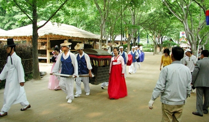 Suwon Hwaseong Fortress & Korean Folk Village Private Van Tour