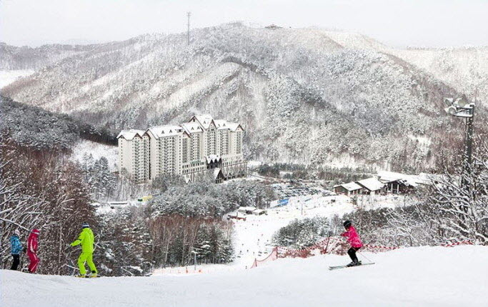Private Ski Lesson + Lift Pass + Equipment/Clothes Rental Package: Yongpyong Ski Resort